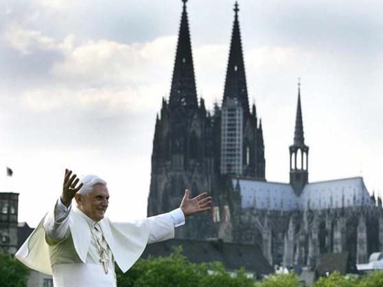Paus Benedictus XVI kreeg veel commentaar tijdens het misbruikschandaal binnen de katholieke kerk. Dit zou een van de redenen kunnen zijn waarom hij ervoor gekozen heeft af te treden. Bron: Nu.nl